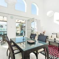 Joya Cyprus Sun-Kissed Garden Apartment, hotel in Akanthou