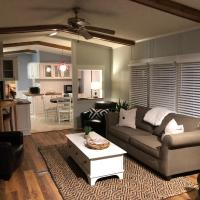 Beaufort SC New Renovation, Close to Parris Island, Historic Downtown, Beautiful Beaches, Sleeps 6, hotel in Beaufort