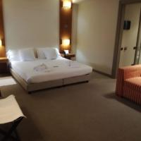 Hotel Barrage, hotell i Pinerolo