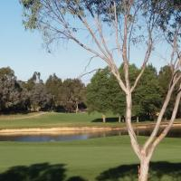 Sweet Home by the Golf Course, hotel in Canberra