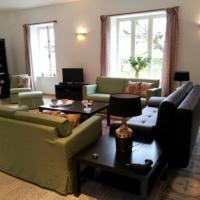 Gite Allier, hotel in Montaigu-le-Blin