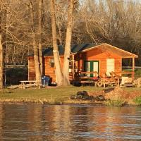 B&R Lakeside Cabins & RVs Retreat