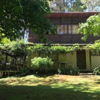 Chalet en el bosque, hotel in Costa del Este