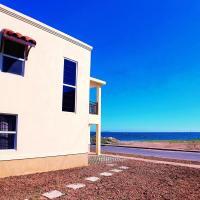 Breezy Beachfront Villa, hotel in Portmore
