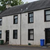 Welltrees Apartments 8 Dailly Road, hotel in Maybole
