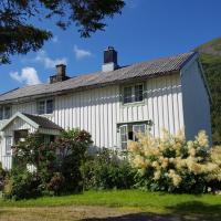 Gammelstua på Storsæter Gård, hotel in Engeløya
