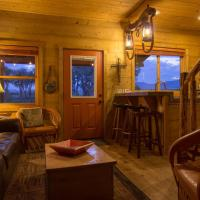 "Beautiful 1 BR ""Barn"" Cabin - Perfect for Small Families, Hotel in Panguitch"