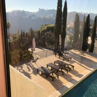 Hollywood hills private room available