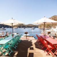 Coal and Candle by Beach Stays, hotel em Berowra