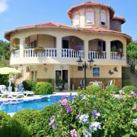 Villa Evora with Private Pool and Large Garden, отель рядом с аэропортом Аэропорт Газипаша - GZP в Газипаше