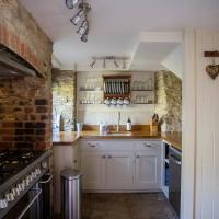 Wishbone Cottage In The Cotswolds, hotel in Fairford
