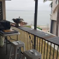 Waterfront Location - 2 Bed Apartment in Corlette, Port Stephens - Sleeps 4, hotel in Corlette
