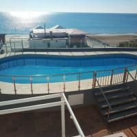 Islantilla-Apartamento con piscina y garaje en primera línea de playa, hotel na Isla Cristina
