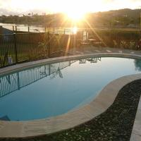 Palm Lakeside Holiday Home - Bowen, Whitsundays, Queensland