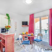 Quiet cute 1 bedroom with terrace - Dodo et Tartine, hotel in La Londe-les-Maures