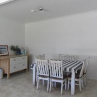 Salty Shack Lancelin- Two Bedroom, hotel in Lancelin