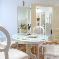 Elegant & Enchanting - Apartment At Old Town Entrance -