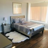 Amazing Master Suite in Shared 2/B Condo behind Convention Center, hotel in Las Vegas