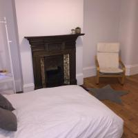 Park View - spacious double 5 min to Central Line