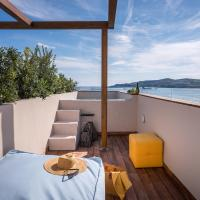 Shapes Luxury Suites, hotel in Ermoupoli