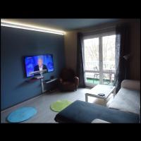 studio meublé avec balcon, hotel in Arcueil
