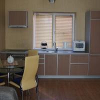 """Апартаменты """"ПоллиАнна"""", hotel in Yakty-Kul"""