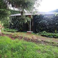 Cabana do Jardineiro: Garden cottage, hotel in Santo António da Serra