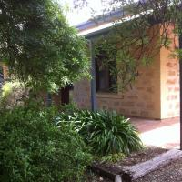 Granmas Cottage, hotel in Watervale
