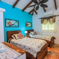Casa Colibri, Very Unique 3 Bedroom, 3 Bath, Private Pool & More! Beach Walk