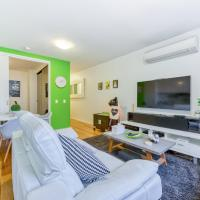 Fitzroy lifestyle 1 bed with pool, spa, sauna & gym, hotel in Fitzroy, Melbourne