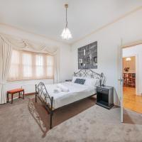 Camberwell Bright · Camberwell 5Bedder 2Bath Huge Classy Family home, hotel em Camberwell