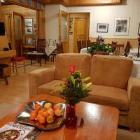 Hotelli Möhkön Rajakartano - Ilomantsi, hotell i Petkeljärvi