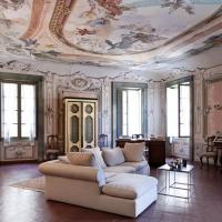 Palazzo Comboni, exclusive main floor apartment