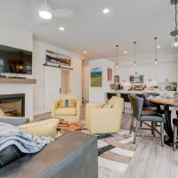 Downtown Luxury Loft #14 Near Resort With Huge Hot Tub - Free Activities Daily, WiFi & Shuttle