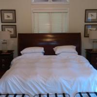 Spacious master bedroom and bath, hotel in Wellesley