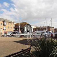 The Prestige Apartment - Brighton Marina with FREE parking space