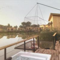 Eco-Lodges du Lac des Graves & Sauternais Langon 33210, Hotel in Saint-Loubert
