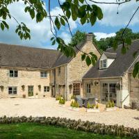 Chalford Villa Sleeps 17 WiFi, hotel in Chalford