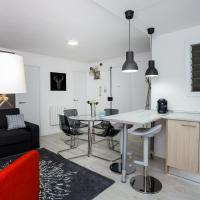 Spacious 3 bedroom apartment, 7mins to tube