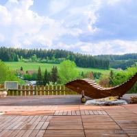 Entire House in Schwarzwald with mountain view, private Gym,Sauna and Garden, hotel in Unterkirnach