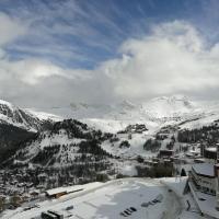 Plagne AIME 2000 Ski Apartments, отель в городе Эм-ла-Плань