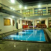 Hotel Nadee, hotel in Aluthgama