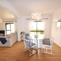 T2 Holiday Cottage near the beach | B112, hotel in Lagoa
