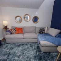Air Host and Stay - Apartment 1 Broadhurst Court sleeps 4 minutes from town centre,斯托克波特的飯店