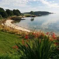 Boutique Coastal appt nr Edinburgh, hotel i Saint Davids