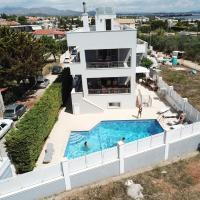 Villa d'Irene-near athens airport , 200 meters from the beach davis, hotel in Artemida