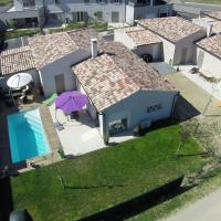 Modern Holiday Home in Piolenc with Pool, hotel in Piolenc
