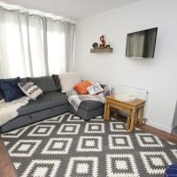 Air Host and Stay - Apartment 3 Broadhurst Court sleeps 4 minutes from town centre
