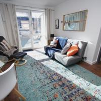 Air Host and Stay - Apartment 4 Broadhurst Court sleeps 4 minutes from town centre