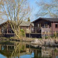 Fairwood Lakes Holiday Park, hotel in Westbury
